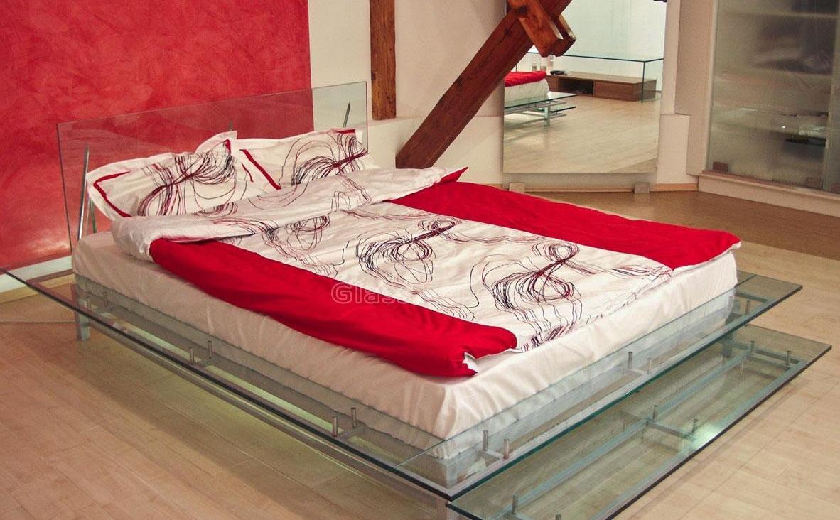 Стеклянные кровати